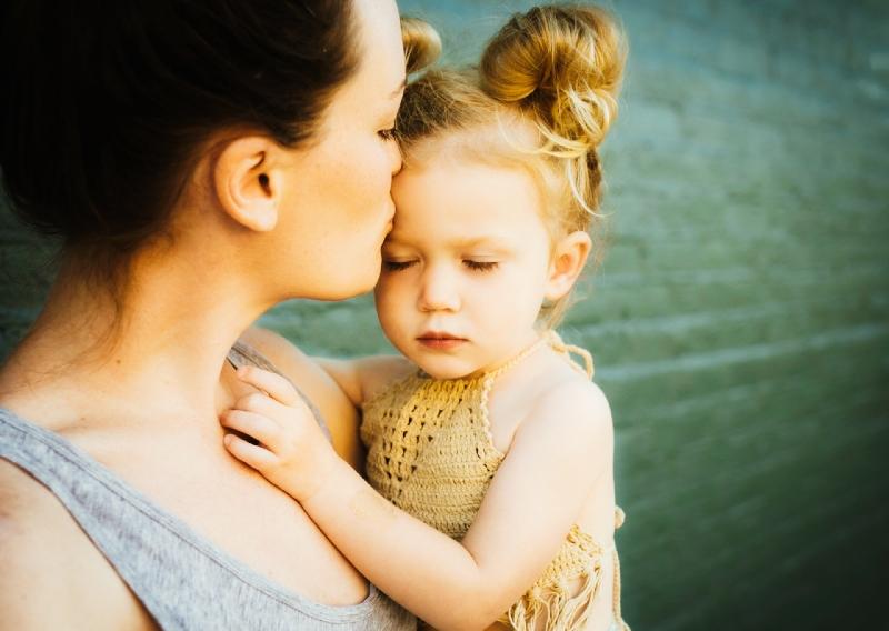 dream kissing parent child