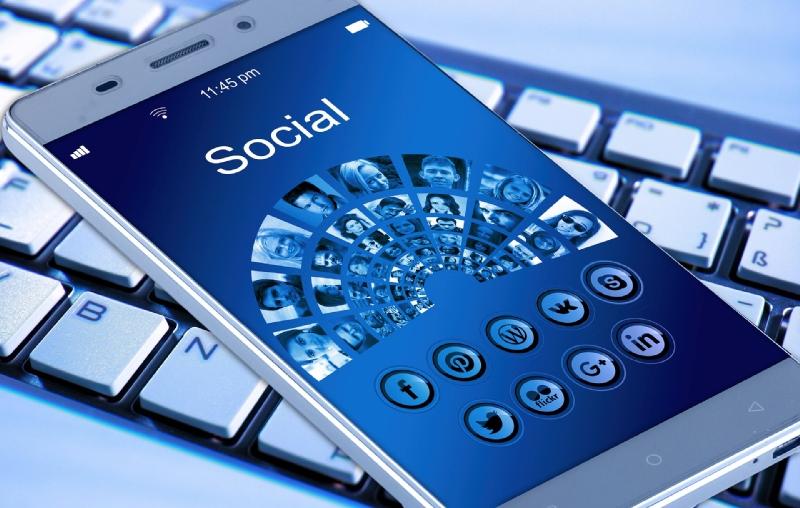 aucun contact avec les médias sociaux