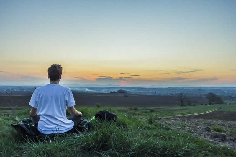 fondement spirituel méditant