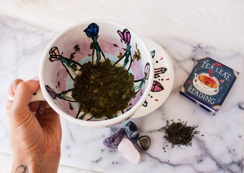 lecture des feuilles de thé